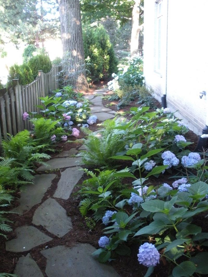25 Beautiful Ideas for Garden Paths-4