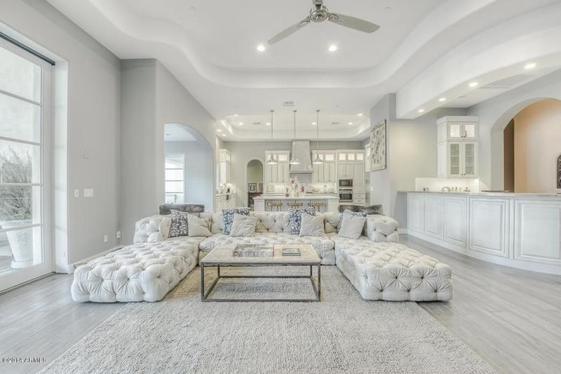 25 Professionally Designed Living Rooms-22