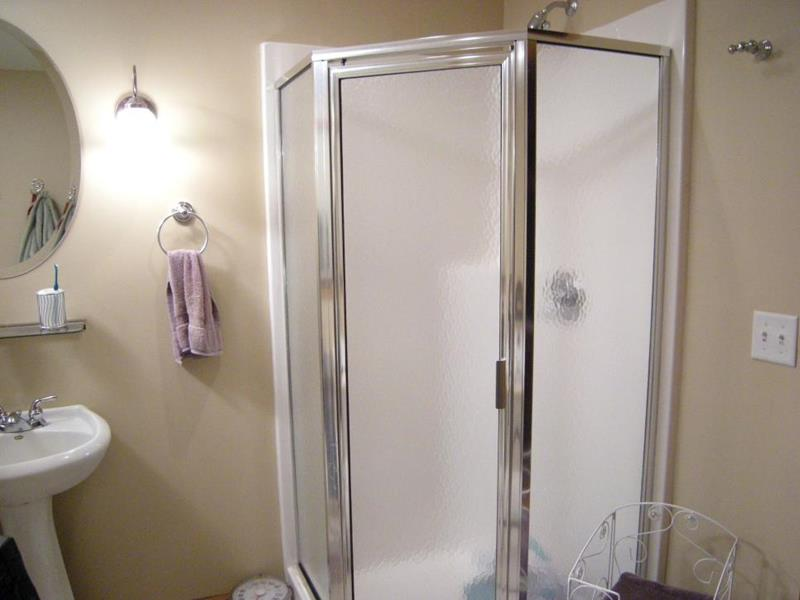 10 Amazing Before and Afters of Bathroom Remodels-6