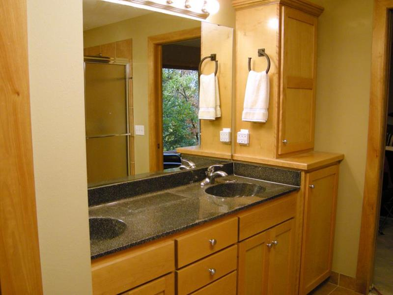 10 Amazing Before and Afters of Bathroom Remodels-7