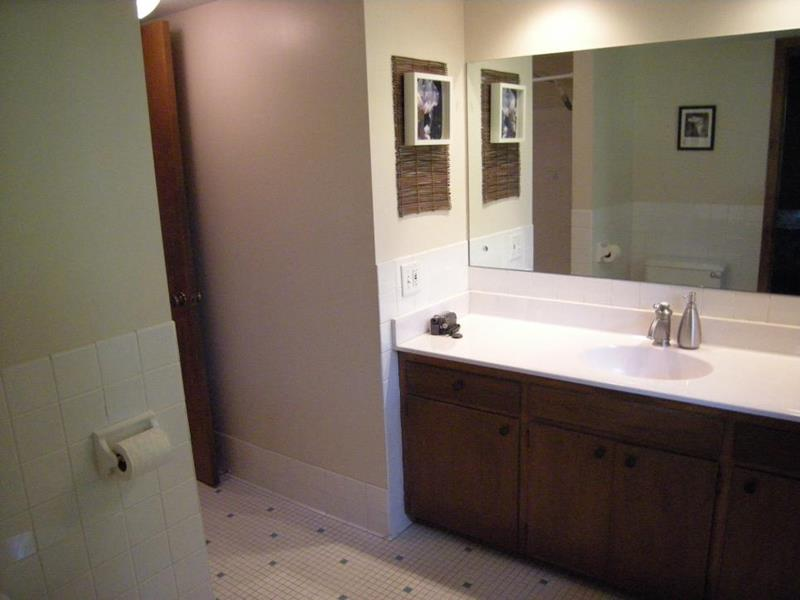 10 Amazing Before and Afters of Bathroom Remodels-8