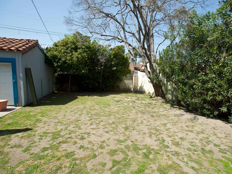 20 Before and After Pictures of Backyard Landscaping-2
