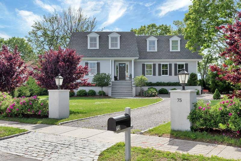 20 Homes with Loads of Curb Appeal-13