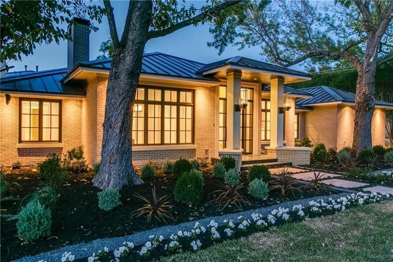 20 Homes with Loads of Curb Appeal-20