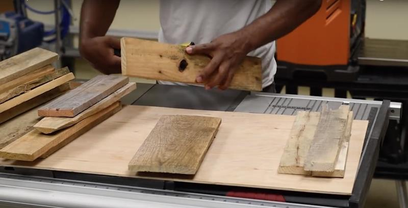 How to Make DIY Wood Pallet Backsplash-4