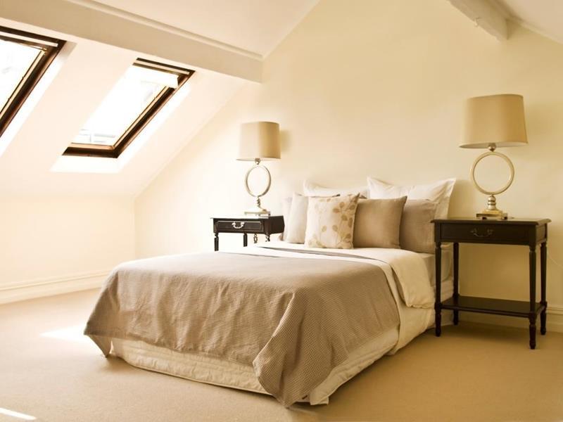 15-inspiring-attic-master-bedroom-designs-12